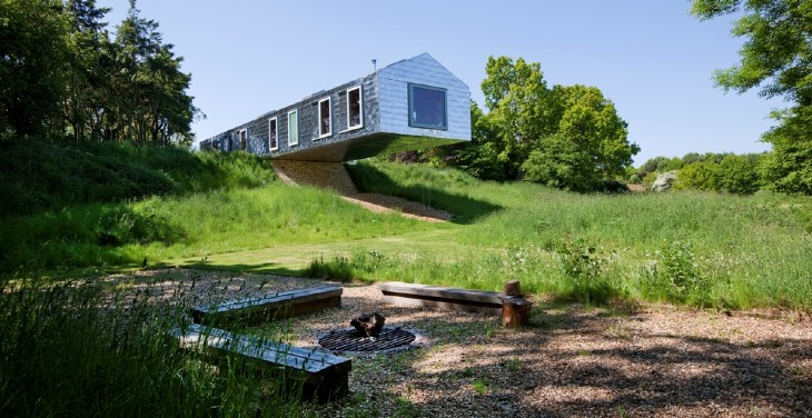 Living architecture - The balancing barn plunging architecture ...